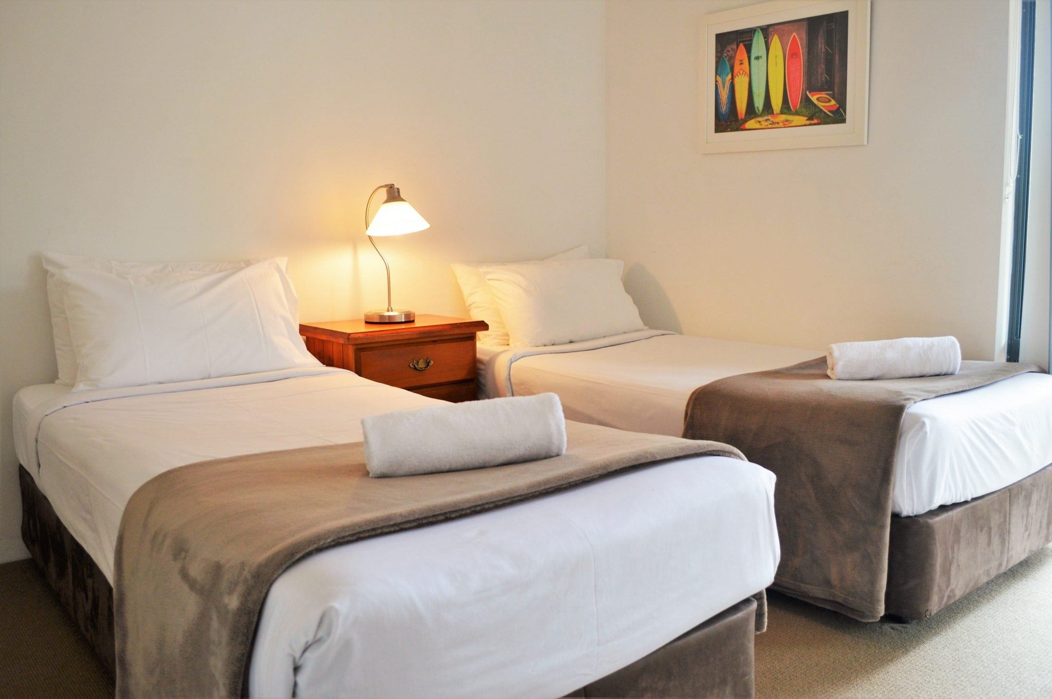 Choice of 2 x single beds or 1x queen bed